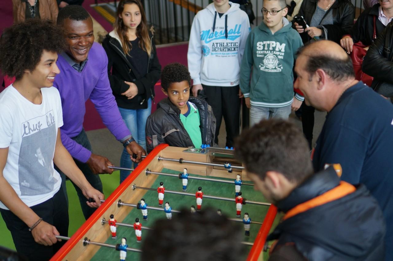 Marcel Desailly face à Patrick Benoit du Babyfoot Club des Hérons.